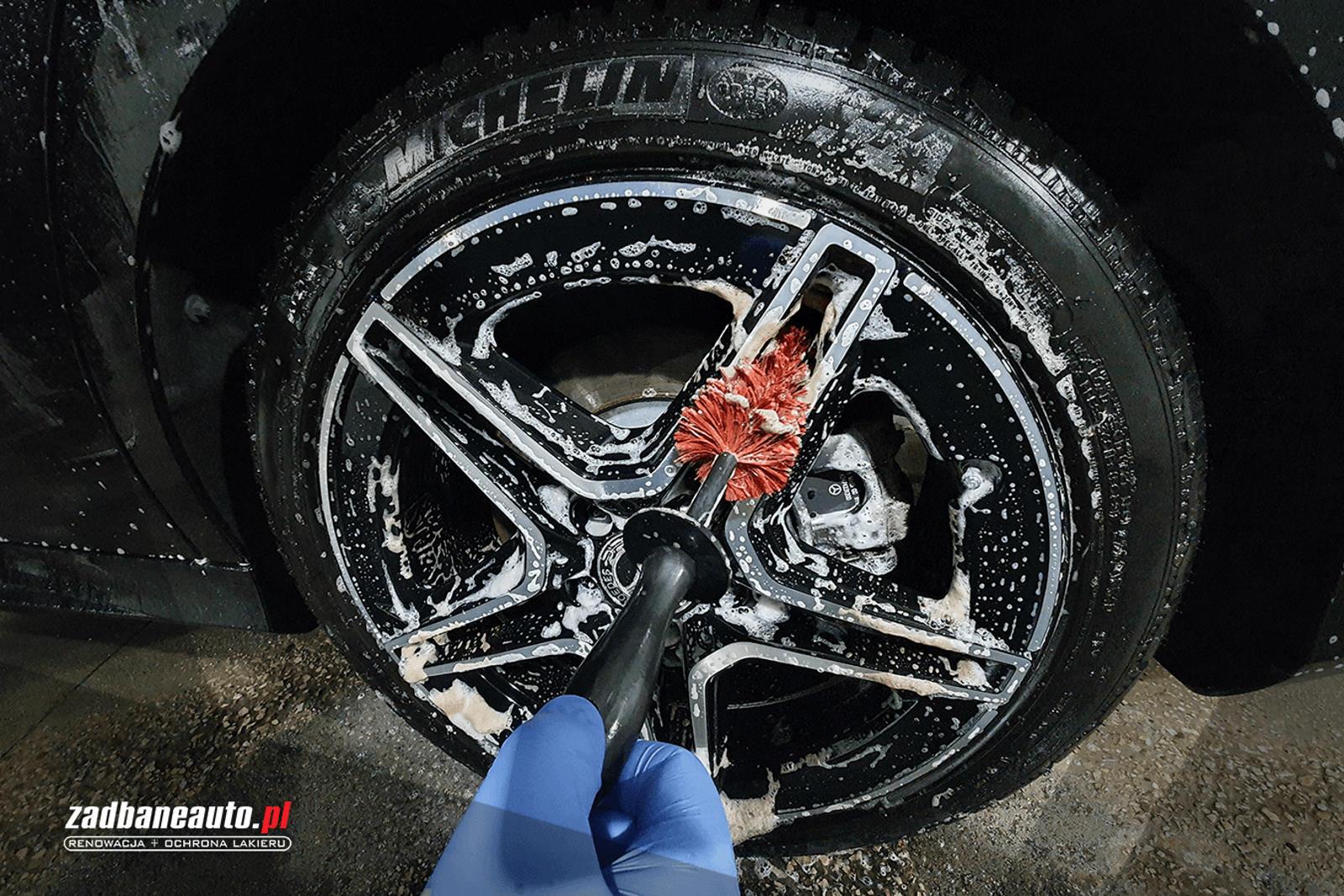 myjnia samochodowa - mycie kół